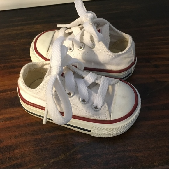 ae59b2c07ad White Converse toddler size 2